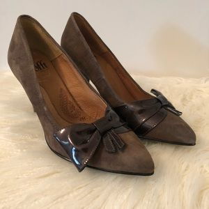New Sofft Brown Suede Patent Bow Pumps 6